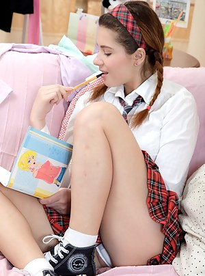 Free Teen Schoolgirl Porn Pictures
